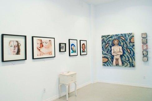 """Vue de l'exposition collection """"Personnages"""", Montréal, 2011"""