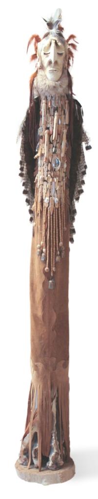 Shaman, sculpture de grès avec oxyde, fourrure , cuir , plumes, cheveux, bois, cristal, métal par Hélène Larouche Copyright © 2014 Hélène Larouche